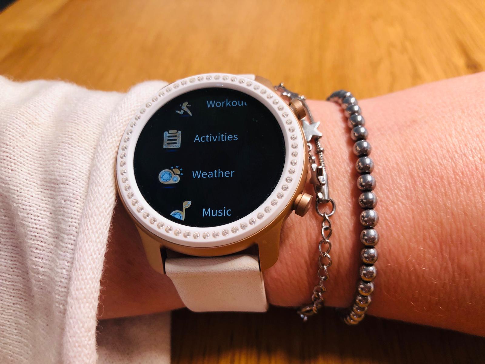 שעון חכם AMAZFIT GTR דגם Swarovski
